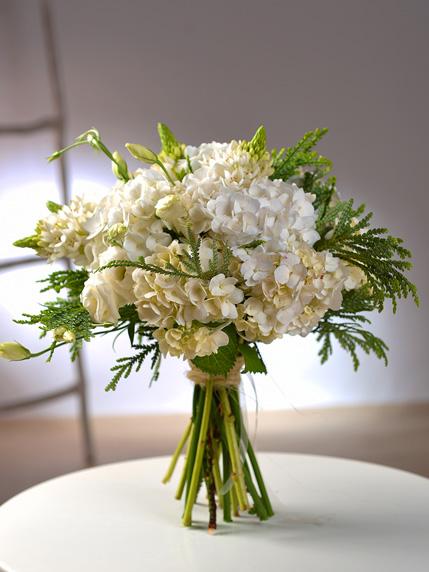 Ramo de Flores com hortênsias brancas, para oferta e entrega ao domicílio na zona do Porto e Matosinhos