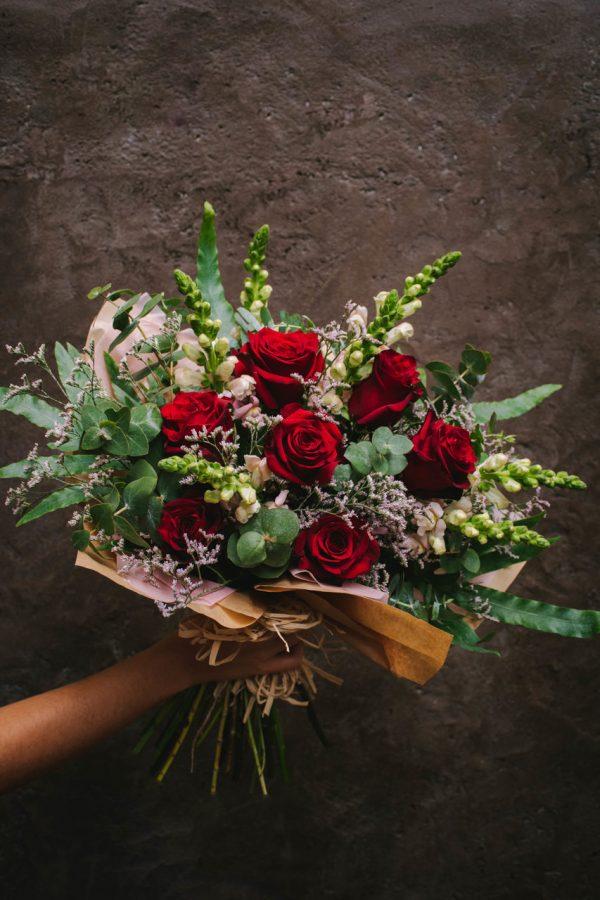 Amalfitana Ramo Natural de Rosas Vermelhas, Antirrinos e flores da época